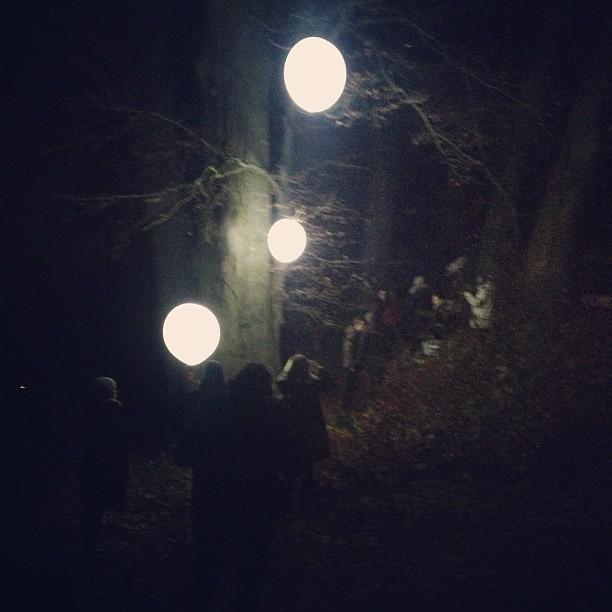 Leuchtballons am Set